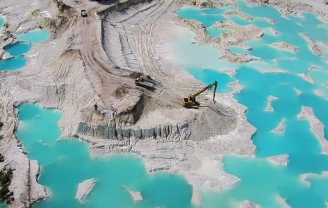 Tambang kaolin mencemari perairan Babel. Wilayah penangkapan ikan nelayan Bangka Belitung semakin rusak oleh aktivitas pertambangan khususnya timah yang diduga ilegal (ANTARA)