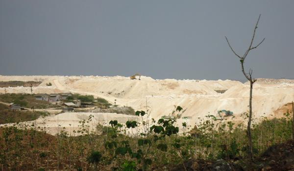 Aktivitas peghancuran pegunungan Kendeng. Foto: GERAM