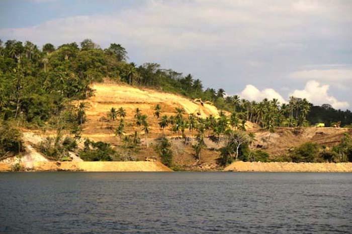 Kondisi Pulau Bangka, Sulut, 2014, kala mulai digunduli buat tambang PT MMP. (Foto: Save Bangka Island)