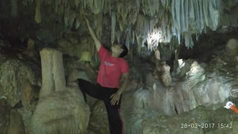 Gambar penampakan salah satu gua di kawasan CAT Watuputih, Rembang yang terdapat sungai bawah tanah, Dok.Ngatiban (28/03/2017)