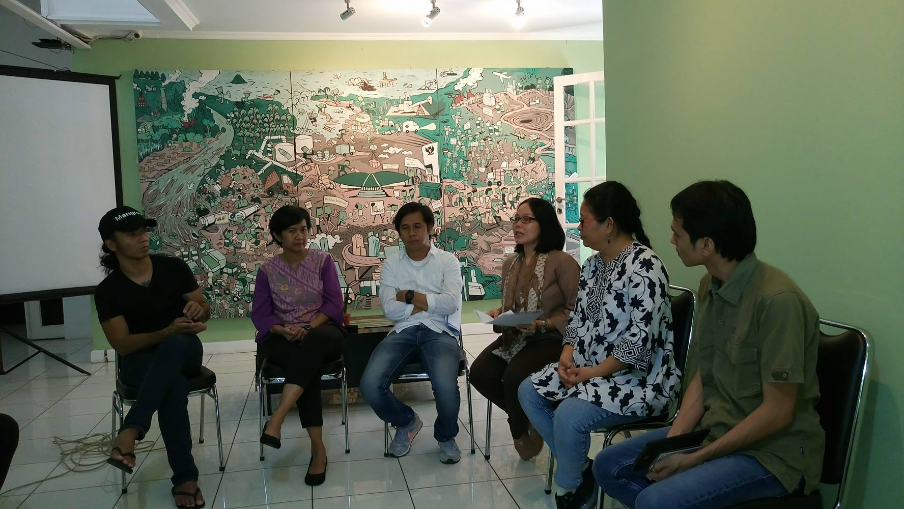 Konferensi Pers menanggapi Pencabutan IUP PT MMP di Pulau Bangka, Kamis (6/04/2017). Foto: JATAM