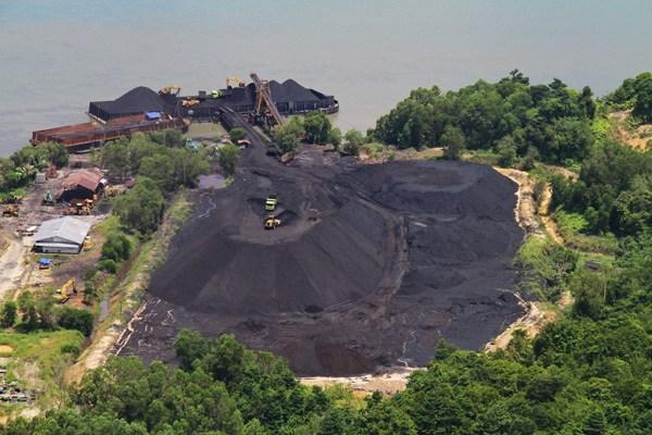 Salah satu tempat penumpukan batu bara di Kalimantan Utara. (Foto: Hendar)