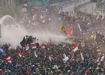 Demo mahasiswa di depan DPR/MPR RI menuntut penundaan pengesahan RUU Pertanahan, RUU Minerba, RUU KUHP, dan RUU Pemasyarakatan. (http://poskotanews.com/ikbal)